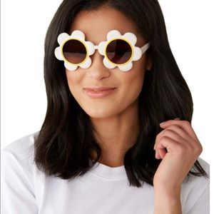 NEW NWT IN PACKAGING DAISY BANDO SUNGLASSES